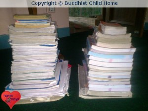 hamromaya Nepal e.V. spendet sämtliche Schulbücher für die Waisenkinder des Buddhist Child Homes.