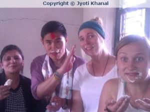Meine zweite Geburtstagsfeier in Nepal.