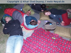 Wie die meisten Nepalesen verbrachten auch wir die Nacht im Freien.