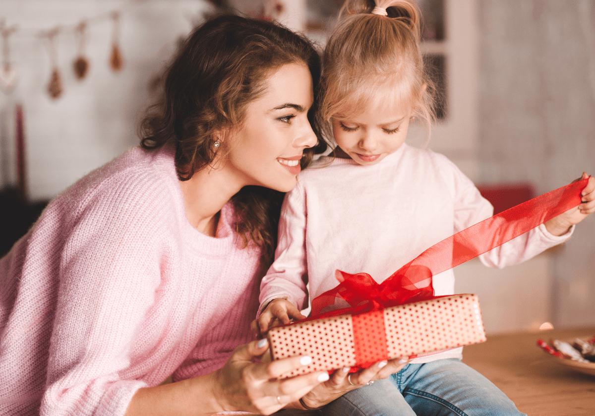Cadouri pentru fete: cadou pentru cea mai bună prietenă sau colega de clasă