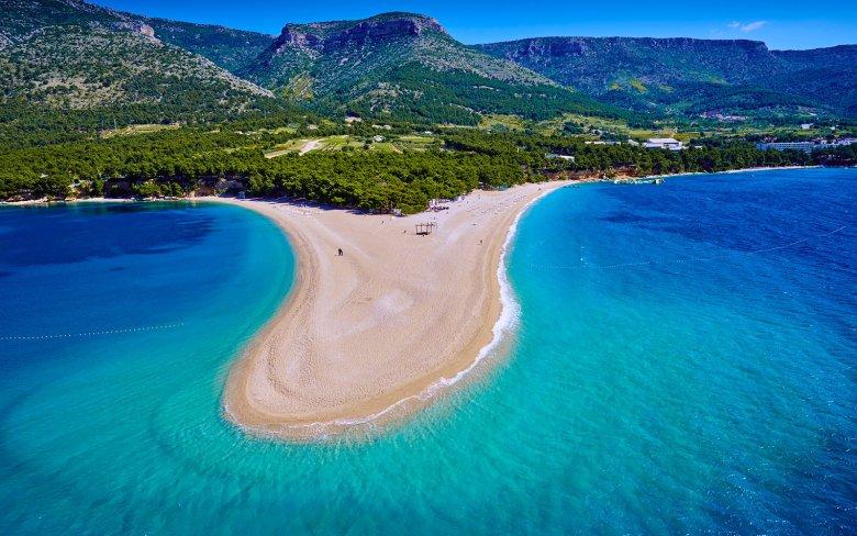 Croatia, Dalmatia, Brac Island, Zlatni rat beach