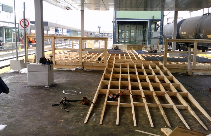 A new temporary mini ramp is being constructed on the platform for the upcoming platform changes.
