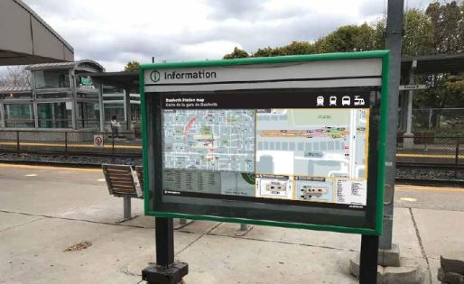 photo of the new boarding sign on the GO platform