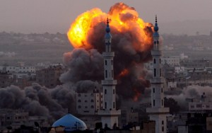 Smoke rises after an Israeli air strike on an allegerd Hamas site in the south east of Gaza City, Gaza Strip, 17 November 2012. ANSA/MOHAMMED SABER