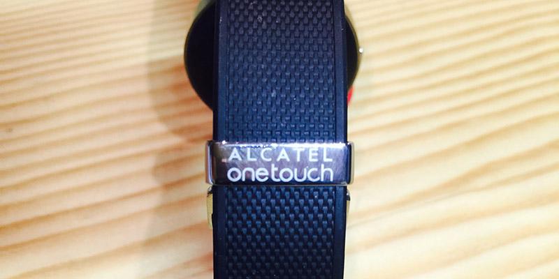 Alcatel Watch - logo na motýlové sponě