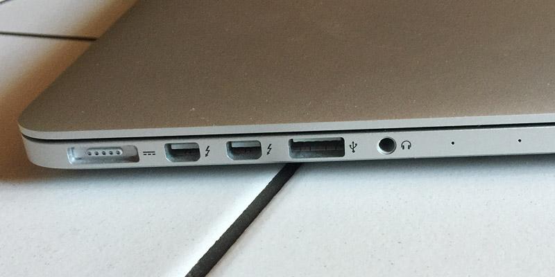 MacBook Pro Retina - A z druhé Jack 3,5mm, USB 3.0, 2x Thunderbird a MagSafe 2