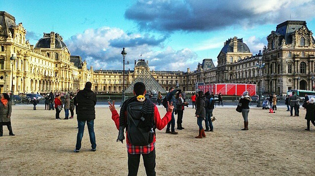 Gabriel Lopez at the Louvre with his Minaal Carry-on backpack