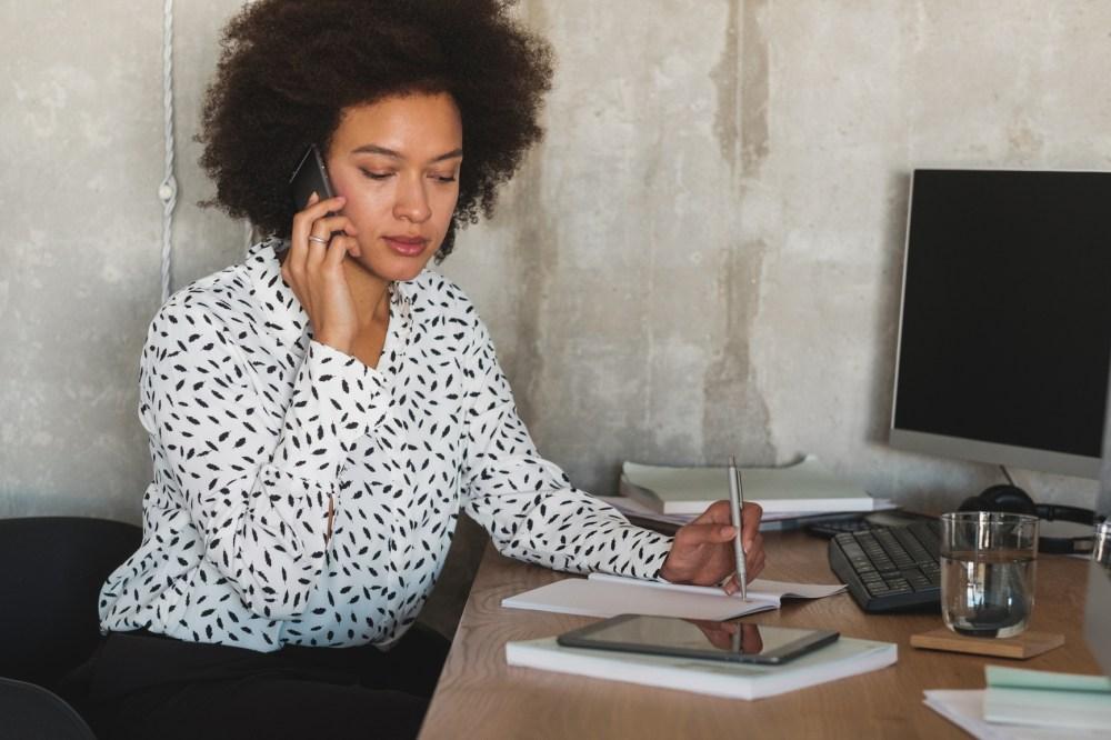 Qué hacen las instituciones financieras para ayudar a sus clientes