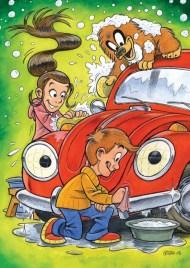 """Plakat til børnenes trafikklub med Split, Kasper og Thea der vasker den røde VW """"Boble"""""""