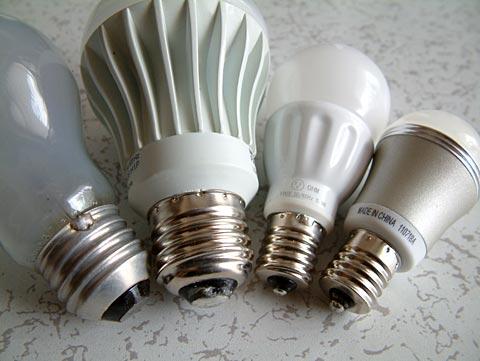 電球の金口の比較。