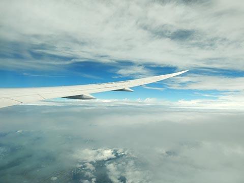 上空6000メートルくらいかな?雲の上は青空か見えます。