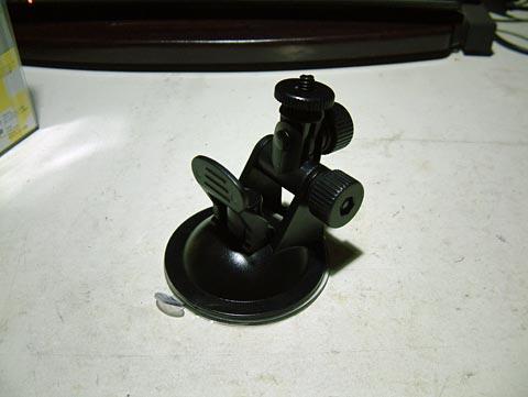吸盤でフロントガラスに張り付けるタイプのマウントホルダー。