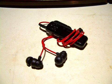 愛用のMP3プレーヤーと先日買ったJVCのイヤフォン。通勤の必需品w