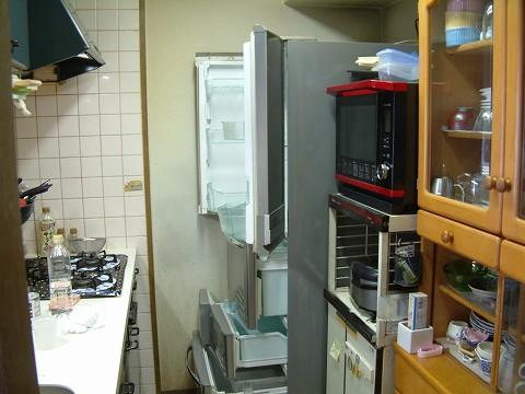 とりあえず冷蔵庫の中を空にしないとね。