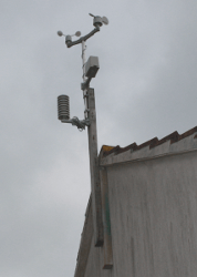 WH1080 Weather station mounted on roof