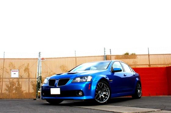 Blue Pontiac G8 VMR V710 Wheels Front Side