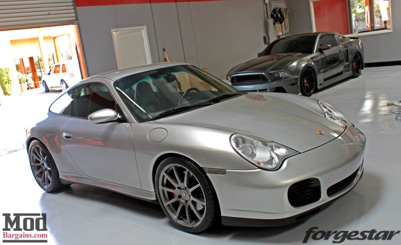 porsche-996-carrera-4s-on-gm-forgestar-cf10-img007
