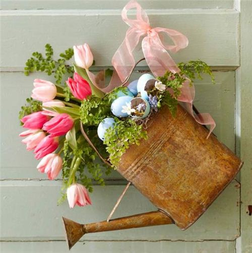 Nothing says better 'you are welcome', than a rusty watering can with flowers