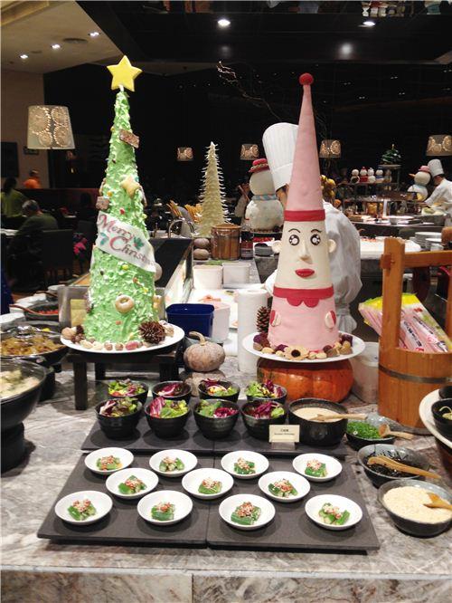 We had a great Christmas dinner at the Hyatt Regency Hotel in Sha Tin
