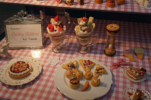 Looking really yummy. Cute clay deserts and pastries.