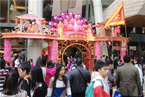 Also the entrance of the mall is decorated in pink