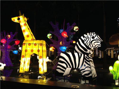 Giraffe and zebra lanterns