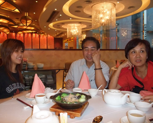 We invited everyone for Yum Cha (= Chinese tea lunch/dinner) after finish moving