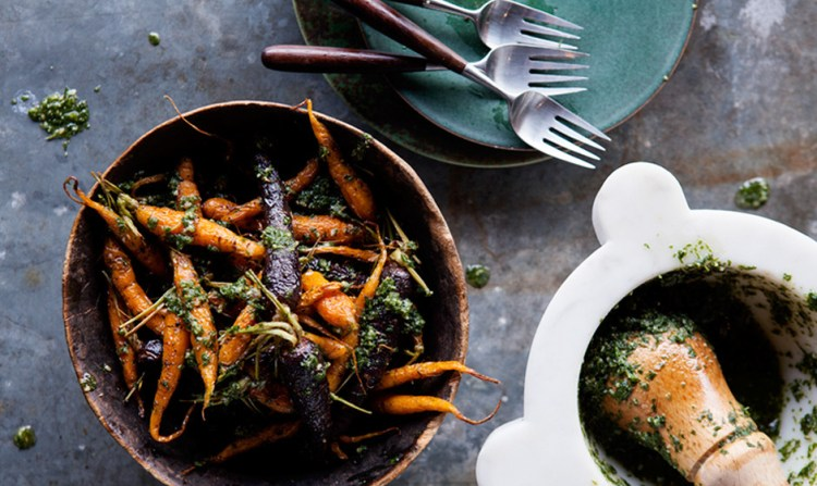 roasted-carrots-with-carrot-top-pesto-940x560