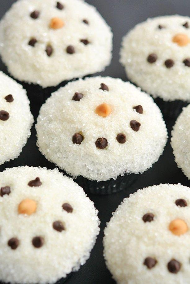 05-easy-snowmen-cupcakes