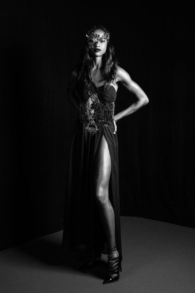 Ritratto moda in bianco e nero di una modella.