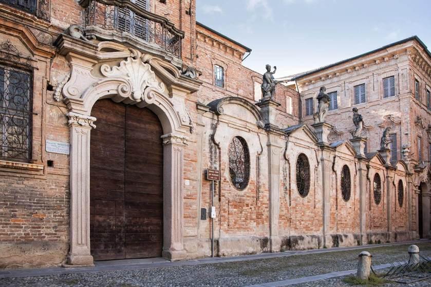 Via Dante Alighieri e Palazzo Terni, a Crema