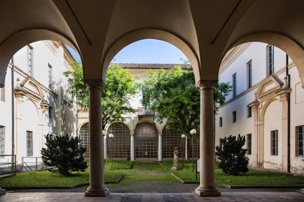 Il cortile della Biblioteca di Crema (Cr)