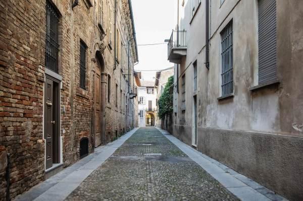 Via Lucini a Crema (Cr), il luogo in cui abbiamo ambientato il ritratto di Alice per il progetto Donne di Crema (C)Monica Monimix Antonelli