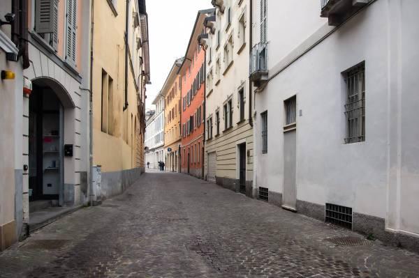 """Via Porzi il luogo scelto da Antonella per il suo ritratto per il progetto """"Donne di Crema"""" (C)Monica Monimix Antonelli"""