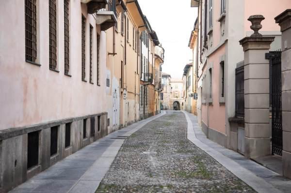 """Uno scorcio della Via Frecavalli a Crema (Cr), il luogo scelto per il ritratto di Cristina per il progetto """"Donne di Crema"""" (C)Monica Monimix Antonelli"""