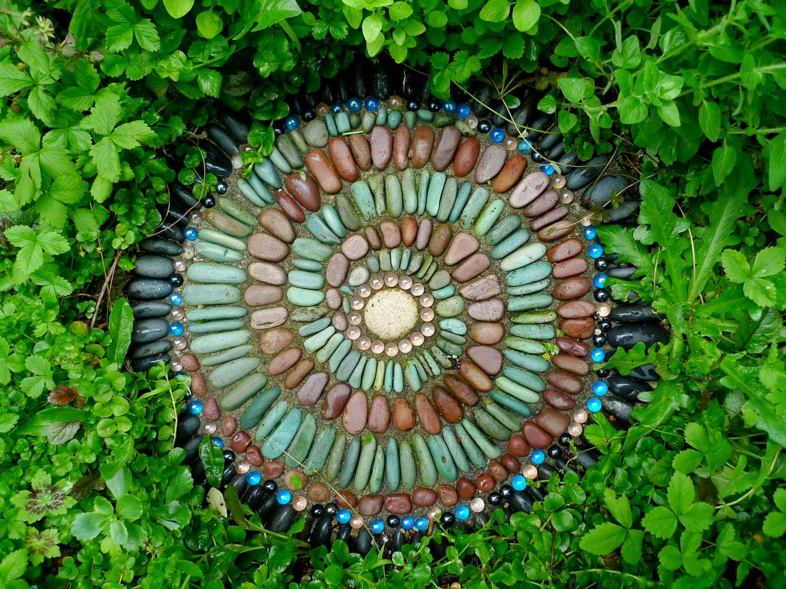 Must See Outdoor Landscape Mosaic Ideas - Mozaico Blog on Stepping Stone Patio Ideas  id=69730