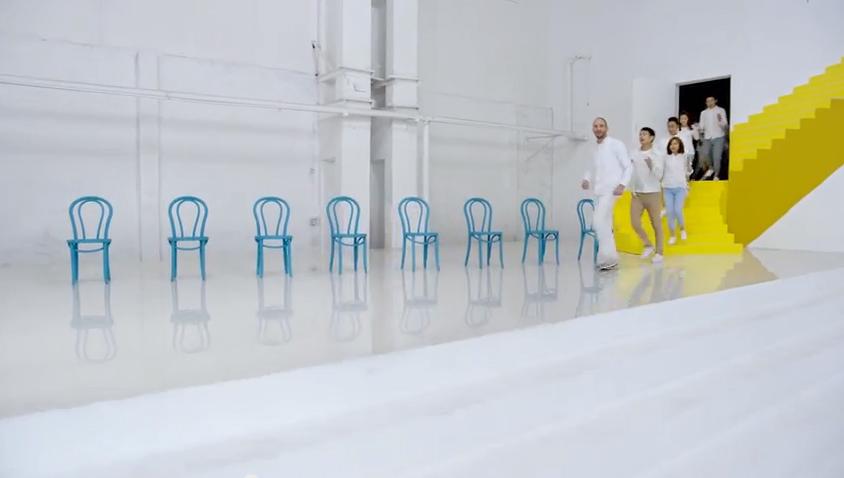 Anuncio de venta de muebles espectacular y sorprendente. ¡Y no es de IKEA!