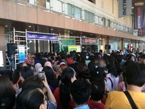 Antrian Preview Sale Big Bad Wolf Book Sale Jakarta 2017 ICE BSD