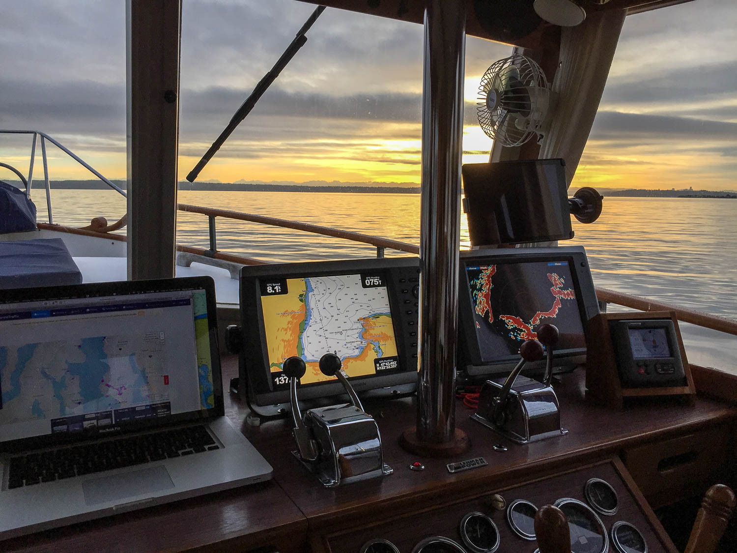 Headed to Sidney for brightwork work | M/V Archimedes - An