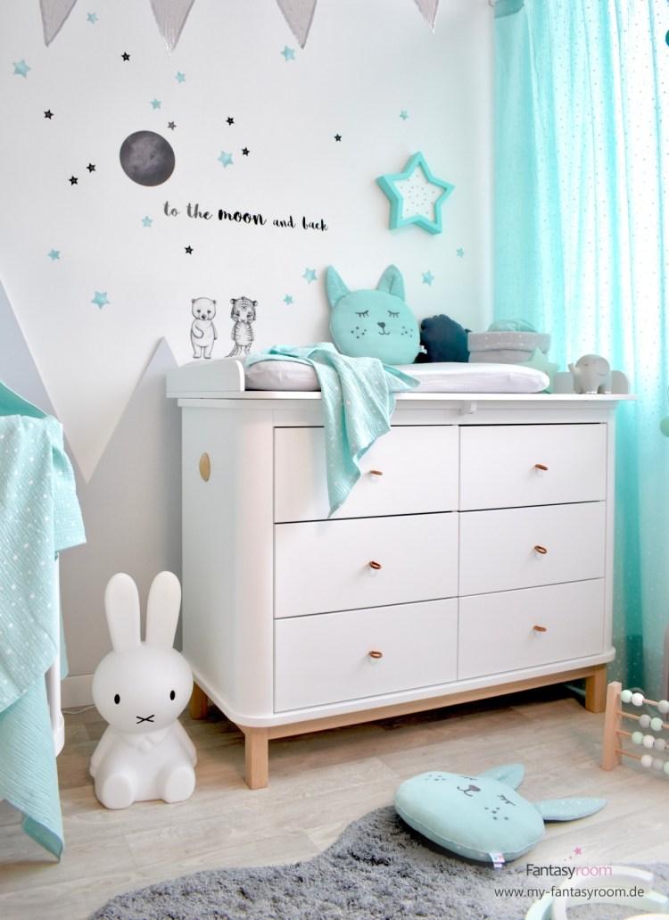 Geräumige Wickelkommode 'Wood' von Oliver Furniture, hier im Babyzimmer in Mint und Grau