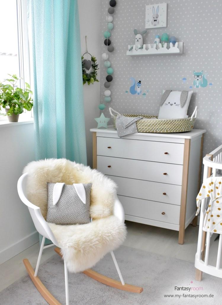Bequemer Schaukelstuhl 'Jazzy' als Still- und Kuschelplatz im kleinen Babyzimmer