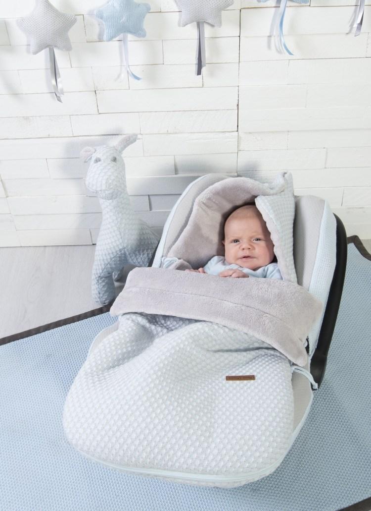 Babyschalenausstattung mit Fußsack in Pastellblau