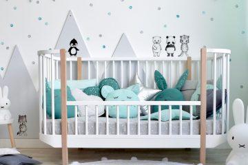 Kinderzimmer mit Punkte Wandstickern in Mint und Grau