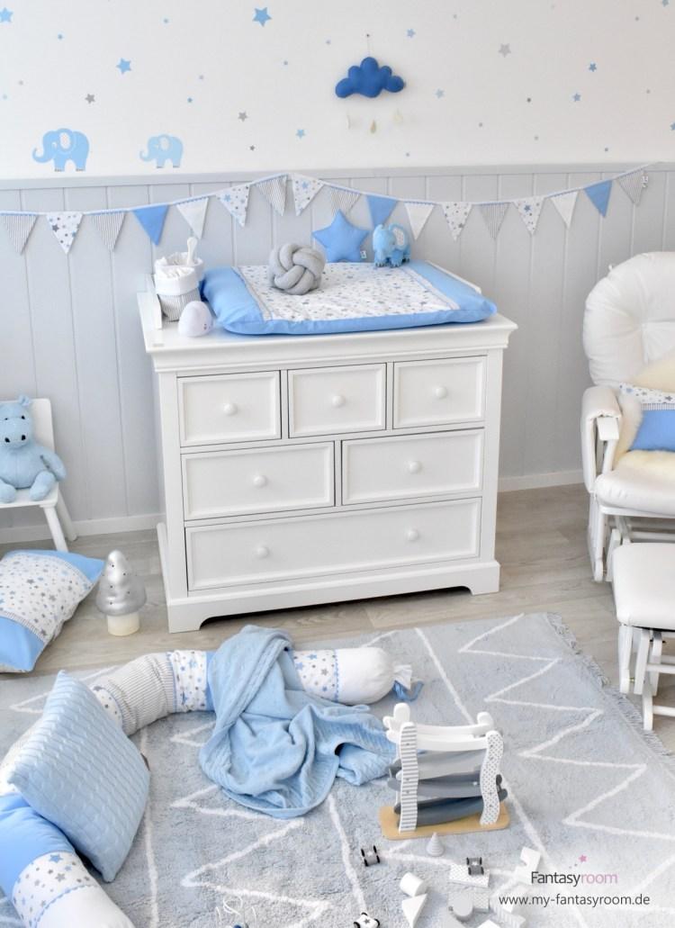 Landhaus Babyzimmer mit Elefanten in Hellblau und Grau