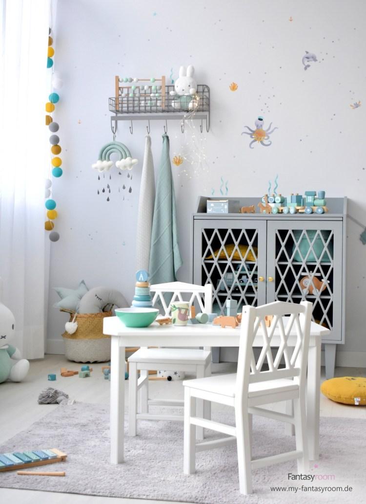 Cam Cam Kinderstühle mit passendem Tisch im Spielzimmer 'Unterwassertiere'