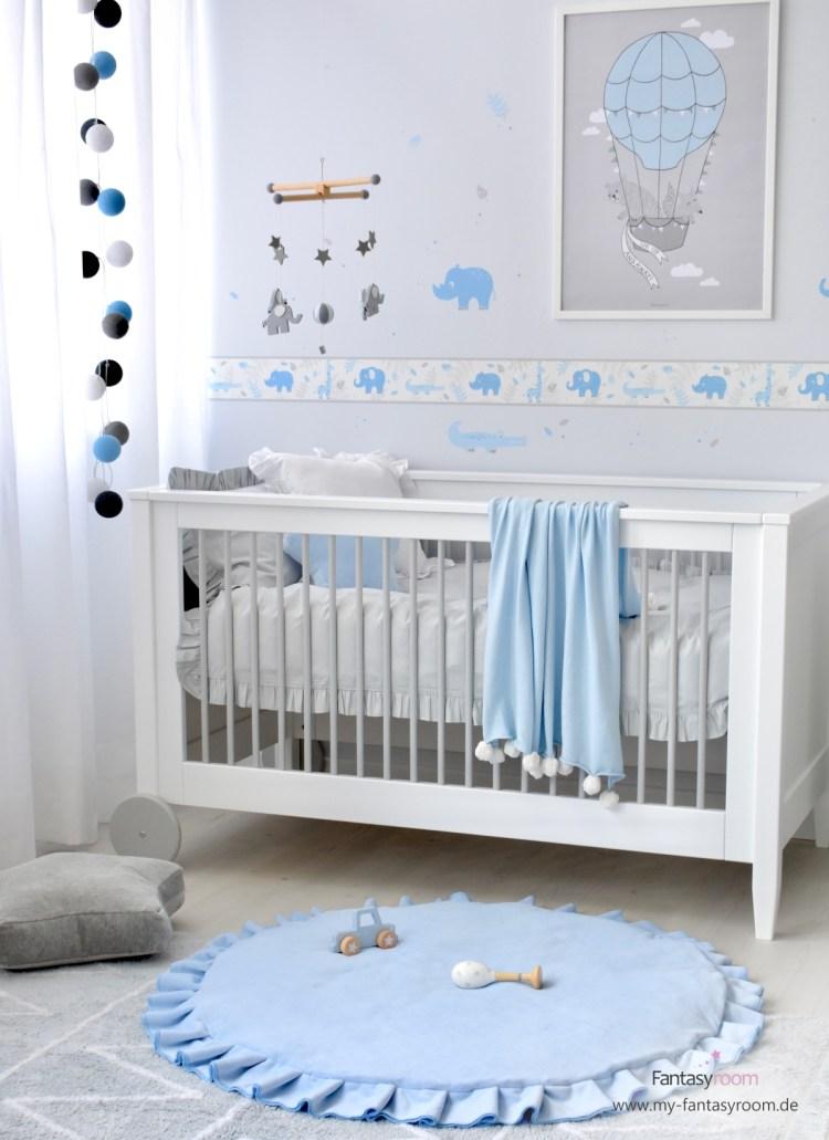 Babyzimmer für Jungen mit DInki Balloon Safaritieren in Hellblau und Grau