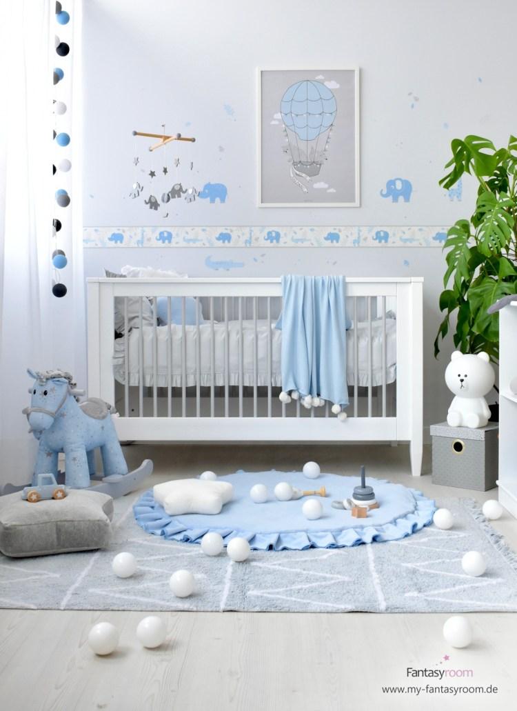Babyzimmer für Jungen mit Safaritierchen in Blau und Grau