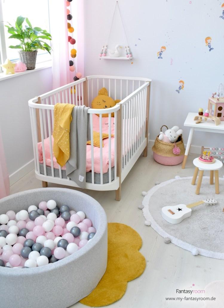 Bällebad mit Zusatzbällen im Mädchen Kinderzimmer mit Meerjungfrauen von Dinki Balloon