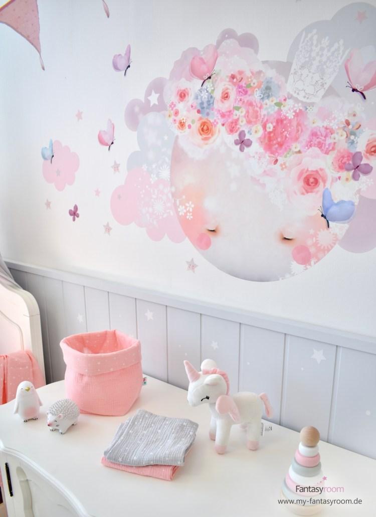 Babyzimmer in Rosa und Grau mit Schmooks Wandtattoo aus Stoff 'Schlafender Mond'