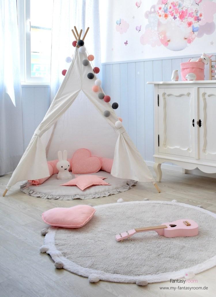 Mädchenzimmer in Rosa und Grau mit Tipizelt in Creme